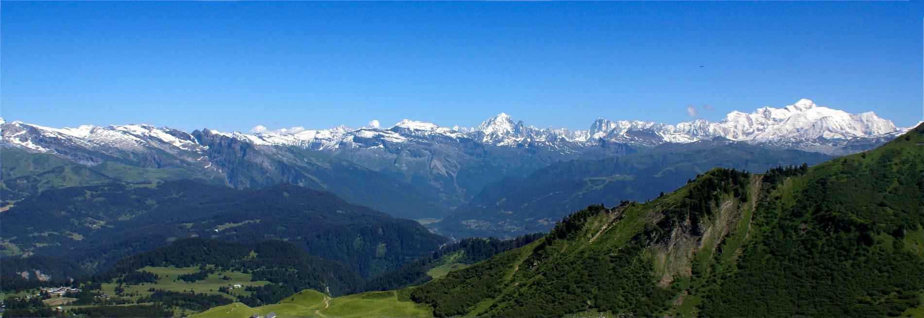 Chaîne du Mont-Blanc depuis Praz de Lys Sommand
